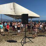 Cerca de 500 mayores se reúnen en la playa de Sabinillas de la mano de los Servicios Sociales de la Diputación