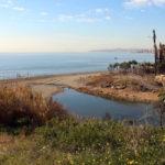 Continúa creciendo la Senda Litoral en Estepona con la construcción de un puente sobre el arroyo Guadalobón