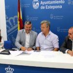 Estepona y la Fundación Seur reciclarán plástico con fines solidarios