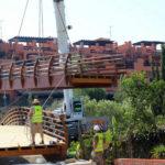 Estepona amplía el corredor litoral con la instalación de un puente en el entorno de la playa del Ángel